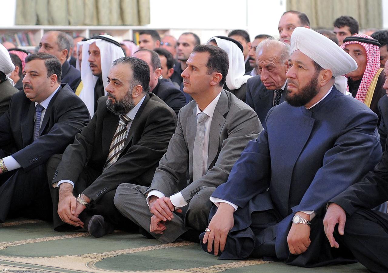 Rakka helyén az óbabilóniai idők óta mindig állt valamilyen település, de a város igazán csak az ötvenes évektől, a gyapottermelés beindulásától kezdve indult virágzásnak. Rakka a polgárháború első évében is relatíve nyugodt helynek számított, Bassár al-Aszad elnök még azt is meg merte kockáztatni, hogy 2012 júniusában egy rakkai mecsetben imádkozzon az iszlám egyik legfontosabb ünnepe, az Íd alkalmából.
