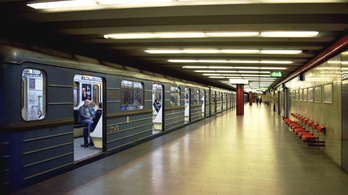 Kigyulladt egy metrókocsi a Gyöngyösi utcánál