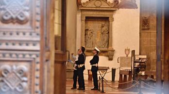Agyonütött egy turistát egy firenzei templom lezuhanó köve