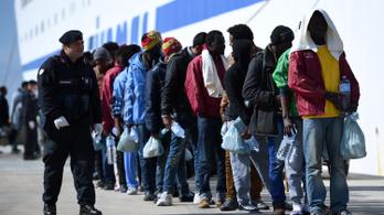 EU-csúcs: Több pénzt kapnak az olaszok, hogy kezeljék a migrációs hullámot
