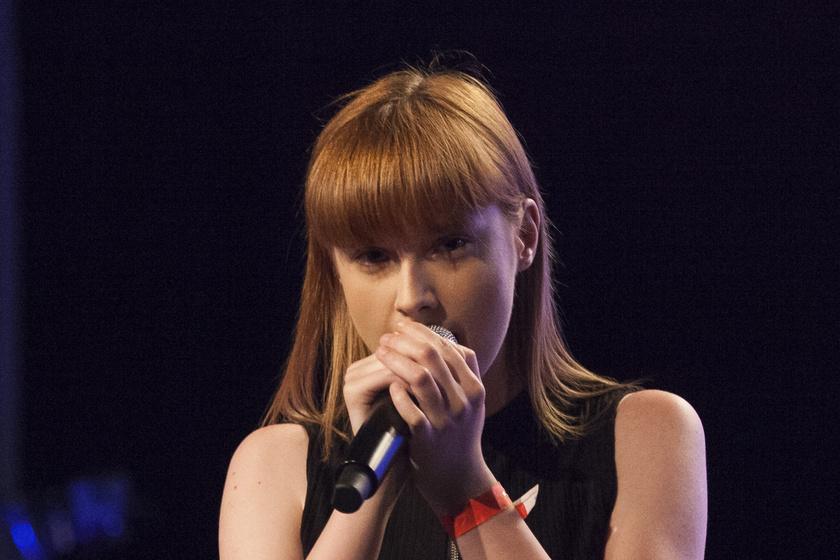 Az X-Faktor énekesnője 12 évesen veszítette el édesanyját