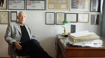 Felfüggeszti oktatói tisztségét Marton László