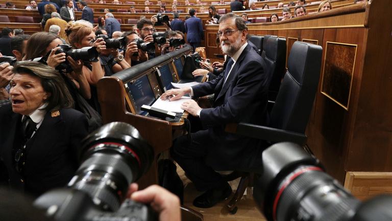 Madrid döntött: felfüggesztik a katalán vezetést
