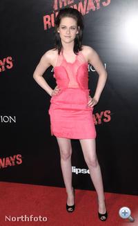 Kristen Stewart filmje Los Angeles-i premierjén Doo ruhát viselt, 2011 divatszínében - már 2010 márciusában.