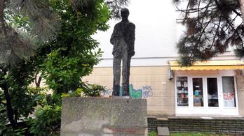 Szeméttelepre dobták Kossuth-díjas szobrát Pécsen