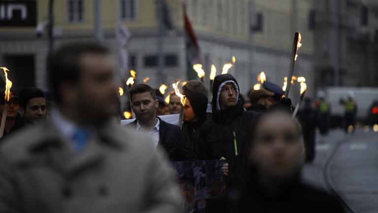 Az eső legyőzte Orbán ellenzékét