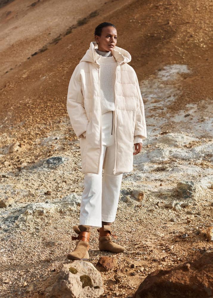 A Mangóban 45.995 forint a krémszínű kabát.
