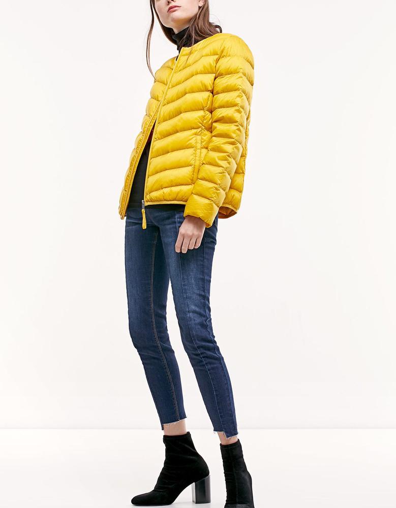 Jövőre is nagy divat lesz a sárga, ezért érdemes befektetni egy ilyen dzsekibe