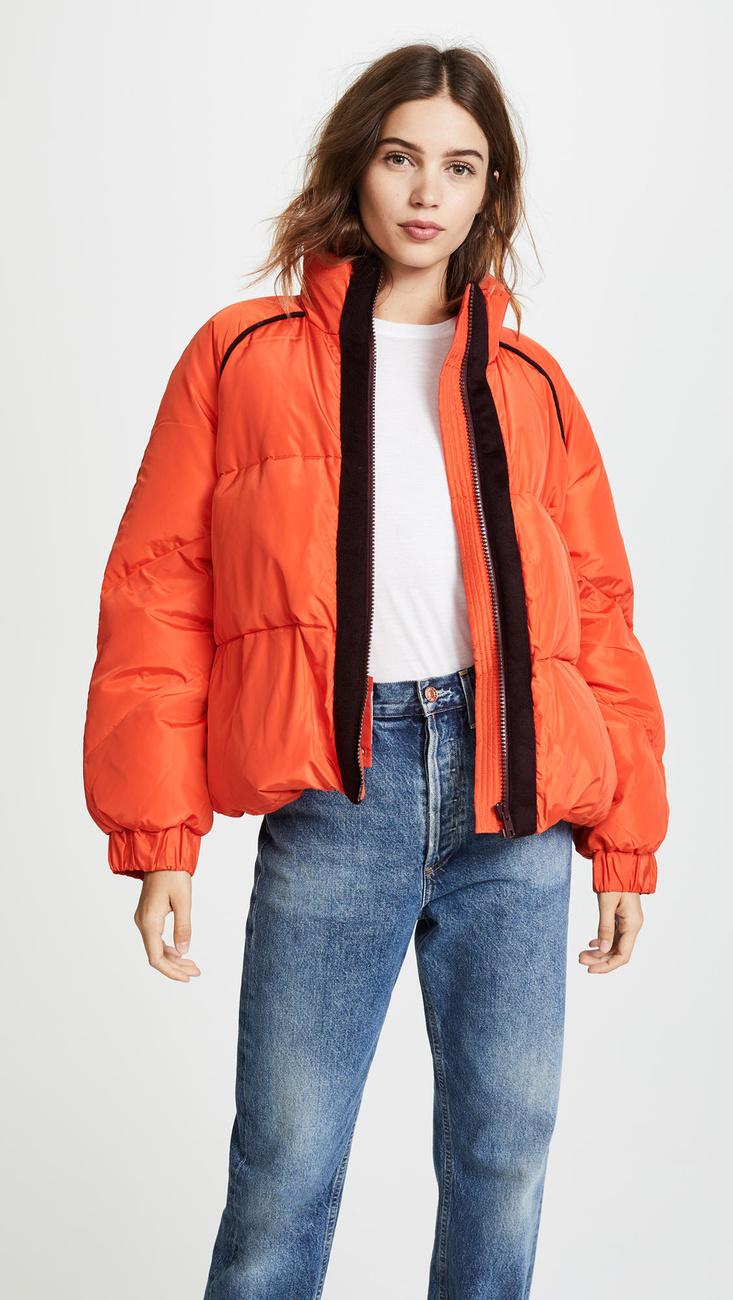 A Shopbopnál 340 dollár, körülbelül 89 ezer forint a narancssárga pufidzseki.