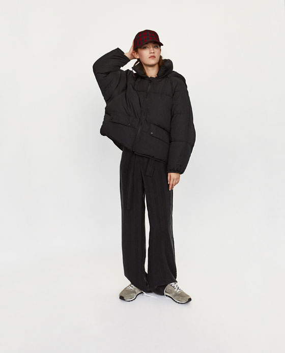 Fekete kabátot is találni bőven a piacon