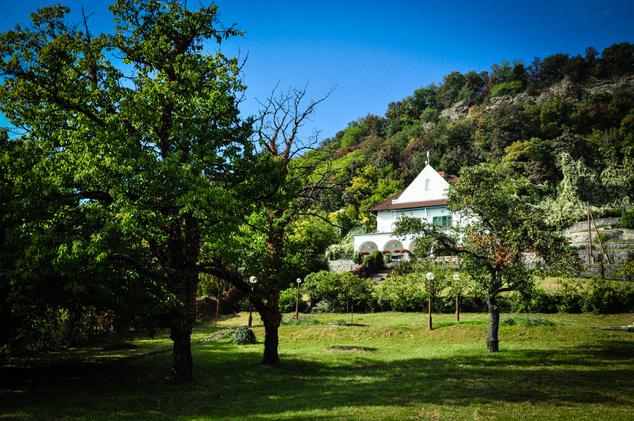 Ezt a kis helyes házat kell keresni Szigligeten, ha a Villa Kabalába tartanak
