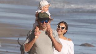Ha ma még nem mosolygott, vessen egy pillantást Bradley Cooper családjára