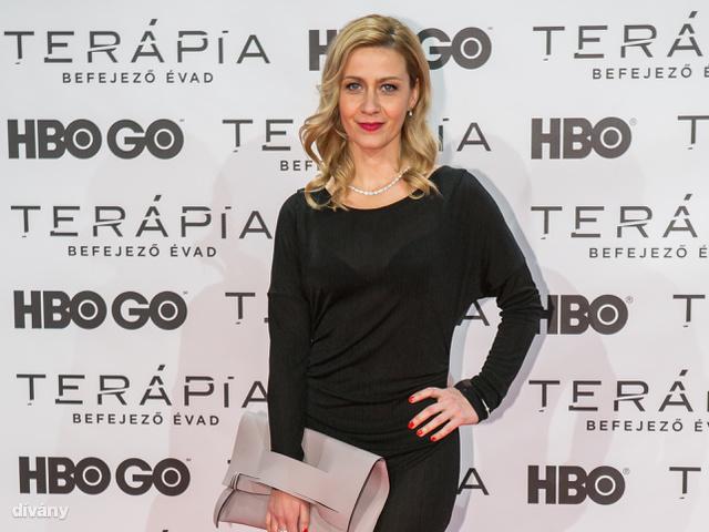 Balsai Móni Oláh Zsigmond ruhát, Siető Linda táskát és Suta Mónika ékszereket villantott a vörös szőnyegen.