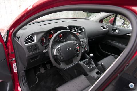 Minden ott van nagyjából, ahol a Peugeot 308-asban. Talán nem véletlenül