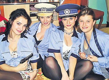Rendőrfeleségek szilvesztere? (fotó: manna.ro)