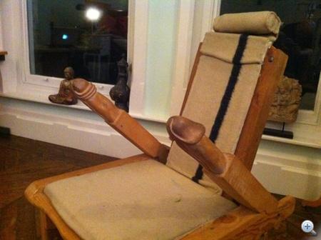 A péniszkarfás székkel kezdjük a Boy George lakásának bejárását