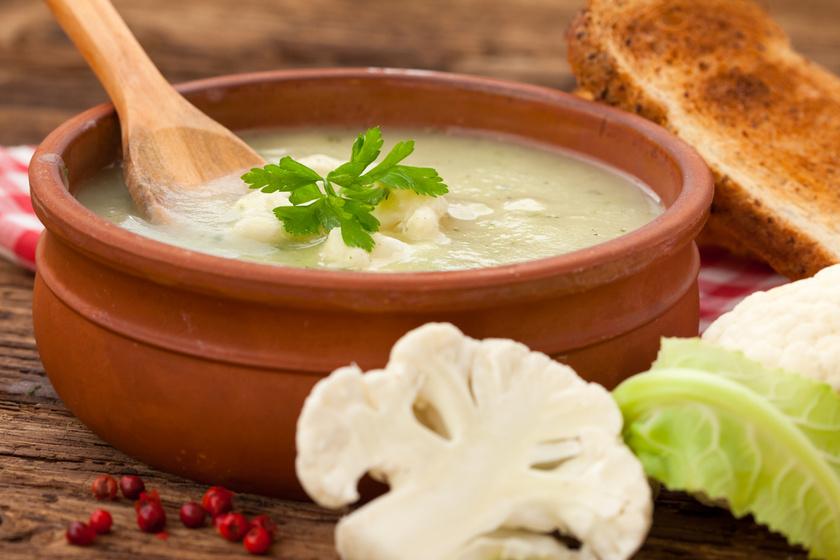 Forró, selymes karfiolkrémleves: 25 perc, és kész!