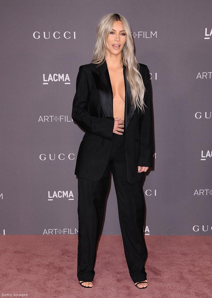És ahogy ígértük, most szépen megmutatjuk Kardashiant közelebbről is.