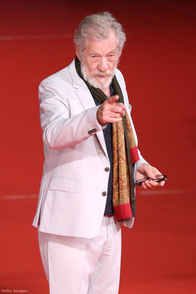 Sir Ian McKellen 78 éves, és a fiatalabbak valamint a nembritek valószínűleg leginkább arról ismerik, hogy ő játssza Gandalfot A gyűrűk urában