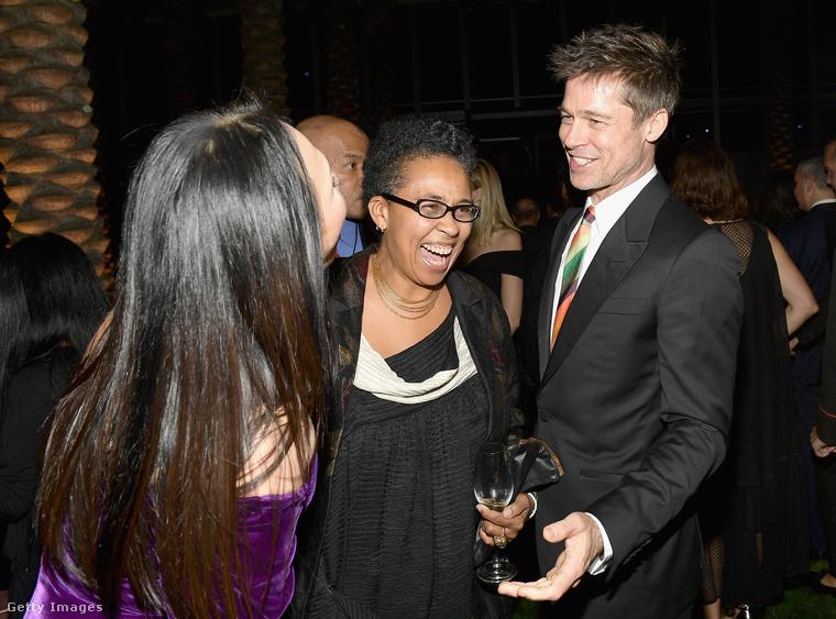 Na, tulajdonképpen így már egészen érthető Brad Pitt megdöbbent arckifejezése is, nem? Hagyjuk is, hadd szórakoztassa a hölgyeket.