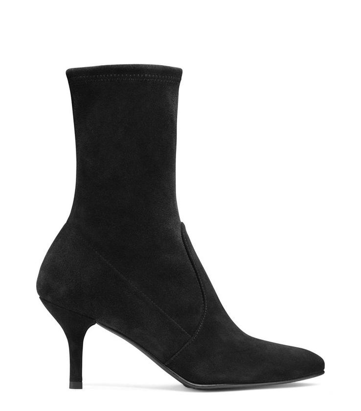 A celebnők egyik kedcenc cipő márkája, a Stuart Weitzman 575 dollárt, körülbelül 154 ezer forintot is elkér egy ilyen zoknicsizmáért.