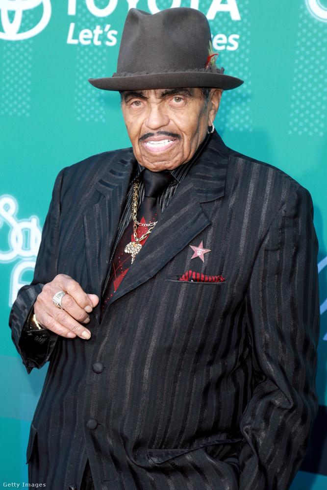 Ő pedig Joe Jackson élő legenda, igen, a Jackson-klán híres-hírhedt feje, őszintén szólva kicsit félelmetes ezen a képen