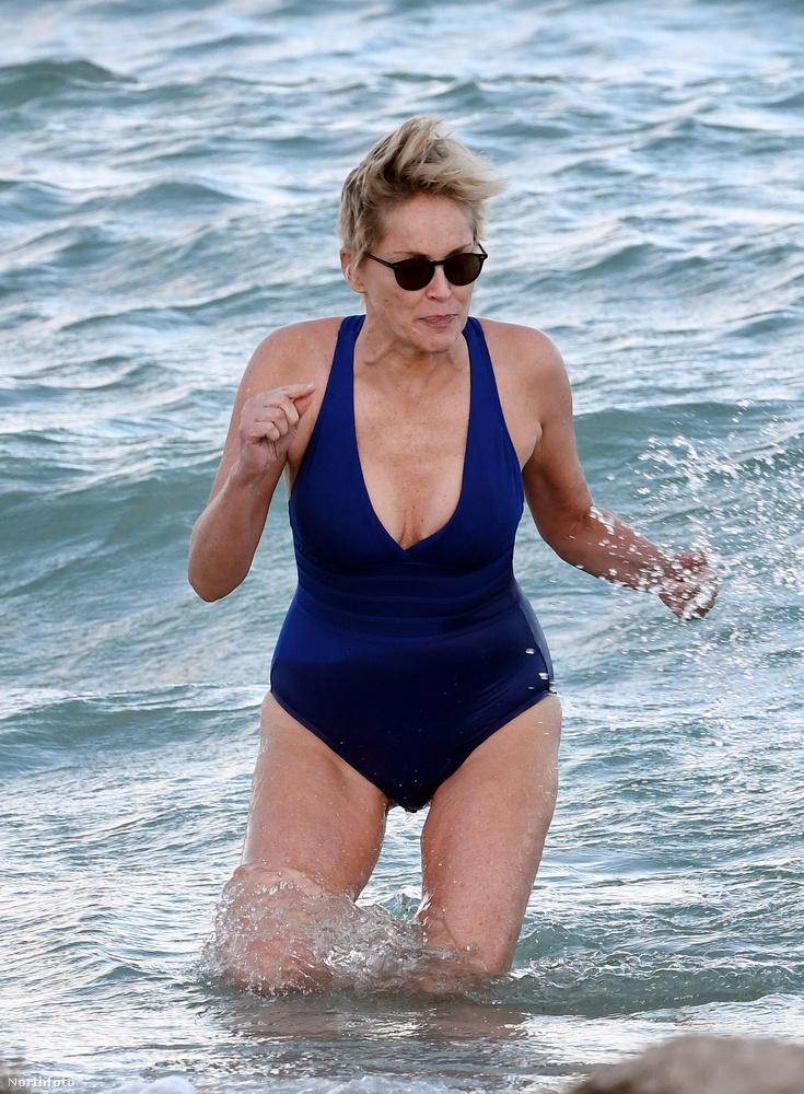 És hát már az is eléggé bicskanyitogatóan szemtelen dolog a színésznőtől, hogy november idusán itt strandolgat.