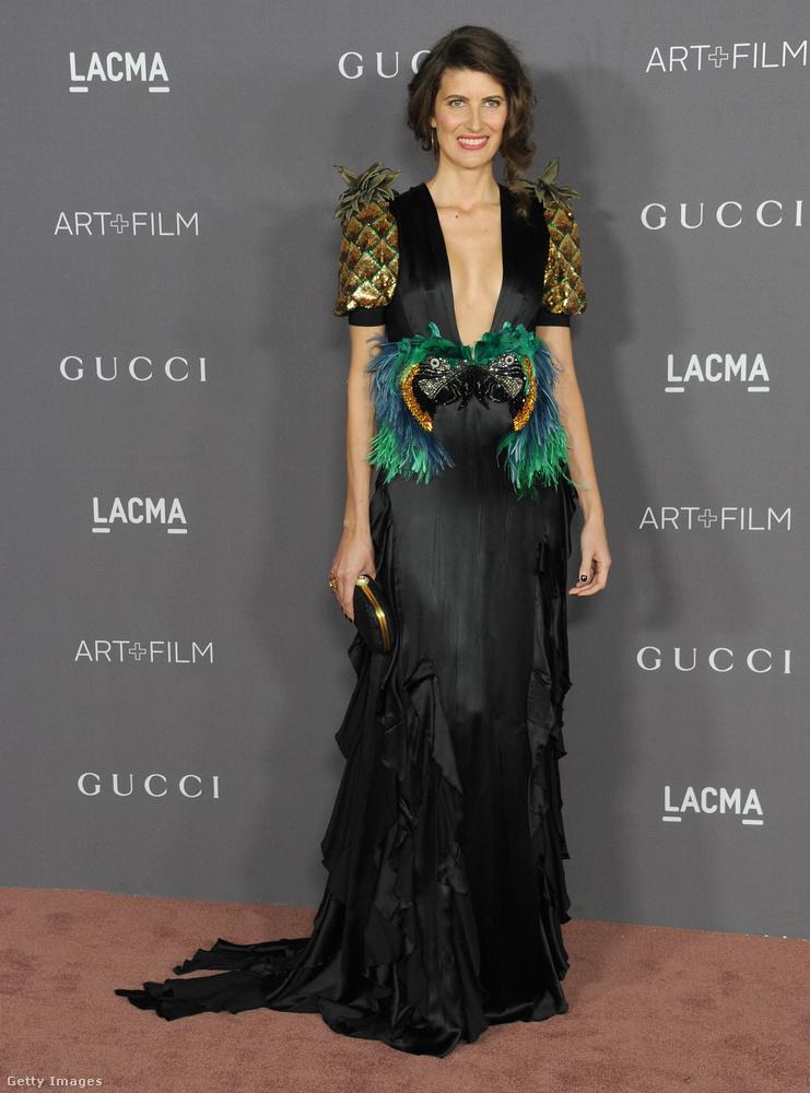 Ananász ujjas Gucci ruha a 39 éves brazil modellen, Michelle Alvesen.