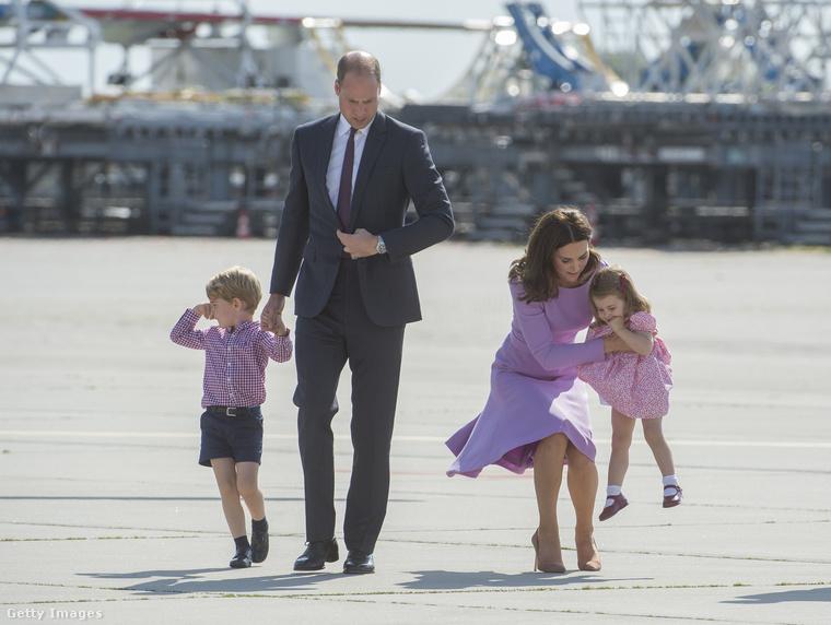 Szóval bizonyára önök is egyetértenek velünk, ha azt mondjuk: még a rajcsúrozó hercegek-hercegnők is méltóságteljesebbek lesznek a jól összeválogatott családi öltözetektől.
