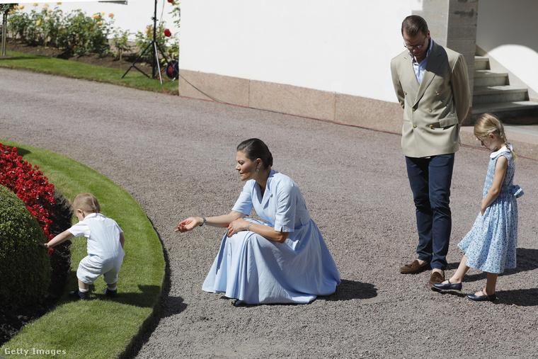 Úgy egy hónapja már írtunk róluk: a trónörökös hercegnőről; férjéről, Dániel hercegről, illetve lányukról, Esztella hercegnőről