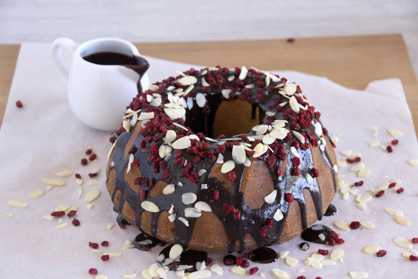 Bögrés csokis-mandulás kuglóf - A tésztája elképesztően puha és finom