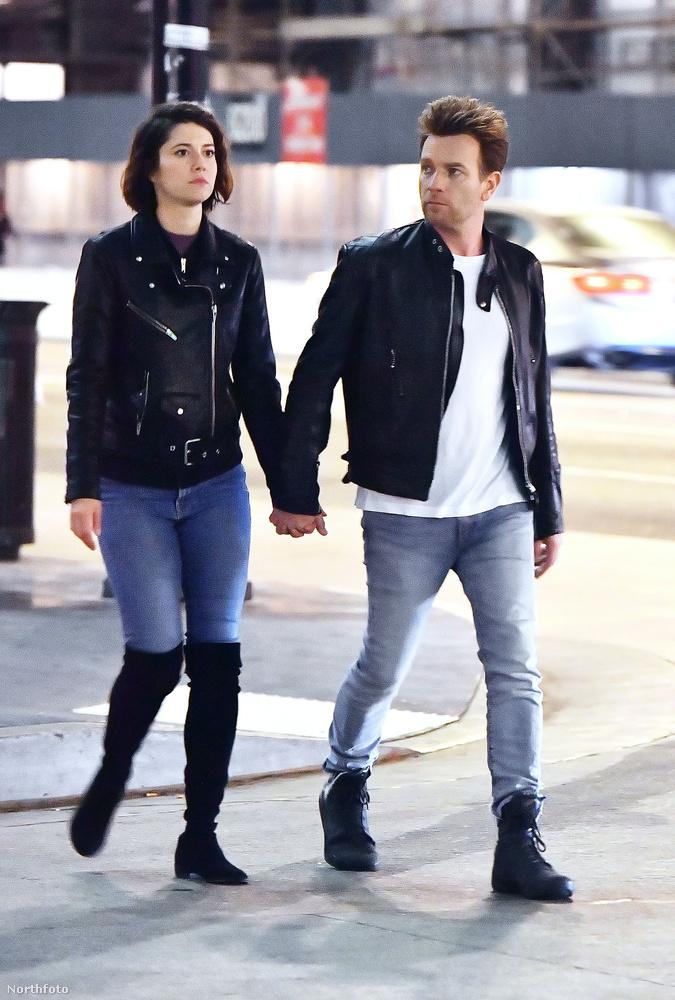 A kapcsolatuk azonban csak múlt hónapban vált hivatalossá, mikor nyilvánosan látták őket csókolózni