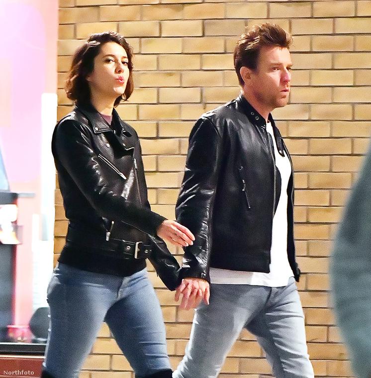 A színész, új szerelmével a Fargo legfrissebb évadának forgatásán ismerkedett meg, a hírek szerint pedig nagyjából fél éve lehetnek együtt.