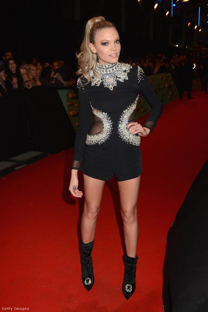 Becca Dudley a többi celebnőhöz hasonlóan többször is átöltözött az este folyamán.