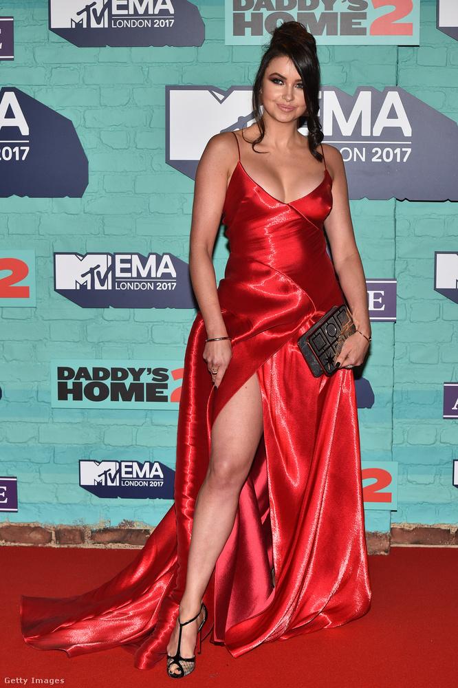 Emma Miller celeb-blogger dobott egy Bella Hadidot ebben a piros Ralph Lauren estélyiben.