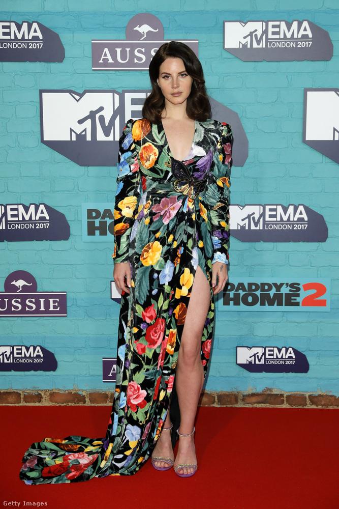 Mindenesetre ez a ruha nekünk tetszik.
