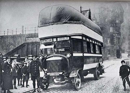 Elgázosított fával üzemelő busz a XX. század első feléből