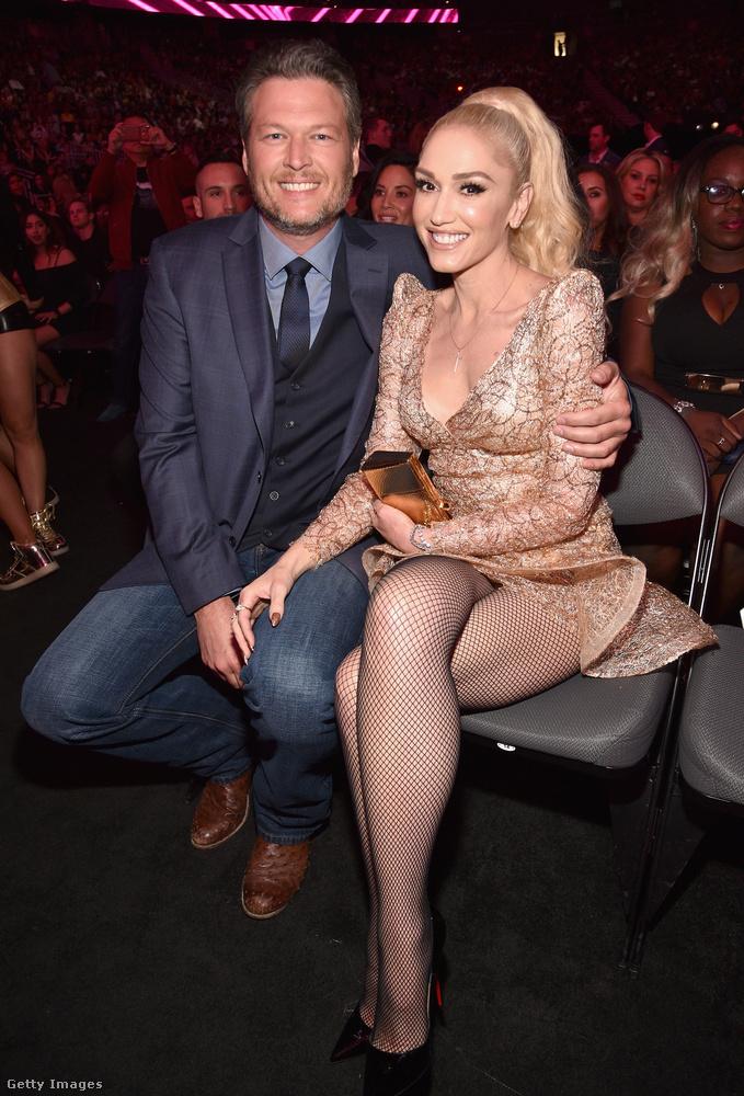Shelton pedig azóta Gwen Stefanivel boldog.