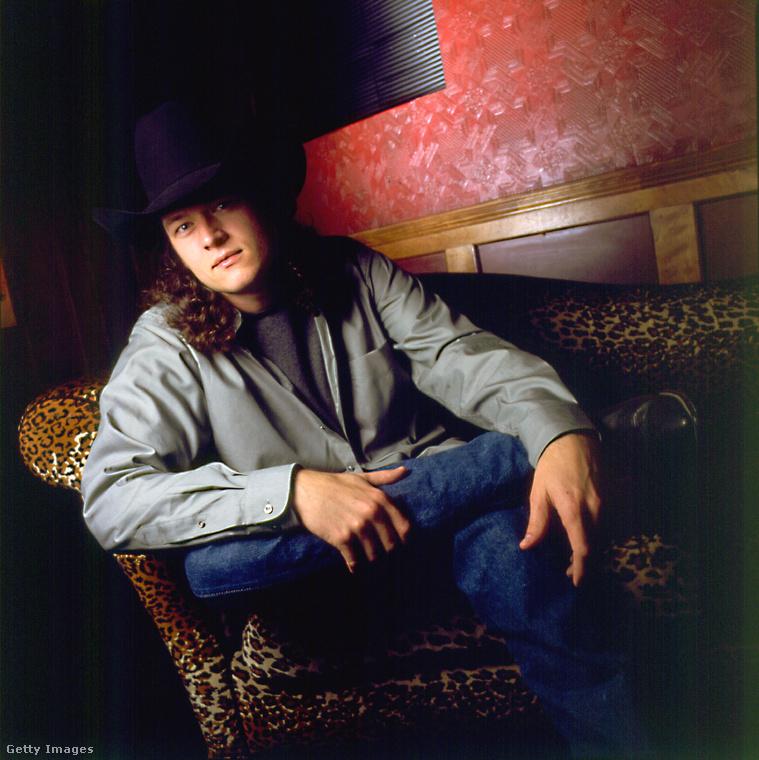 Blake Tollison Shelton tehát 41 éves, és azért ismert, mert a countryzene műfajában szerez és ad elő dalokat