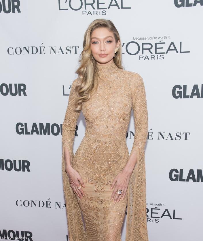 Gigi Hadid modell november 13-án élete egyik legjobb ruhaválasztását produkálta, igaz, emiatt majdnem orra esett