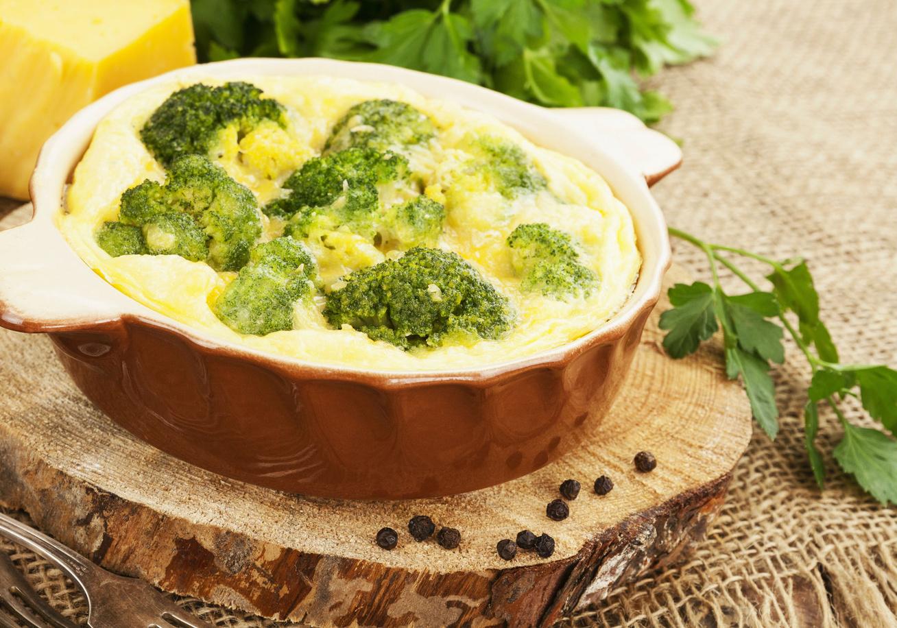 Zöldséges rakott karaj besamellel és sajttal - A hússal együtt a köret is elkészül