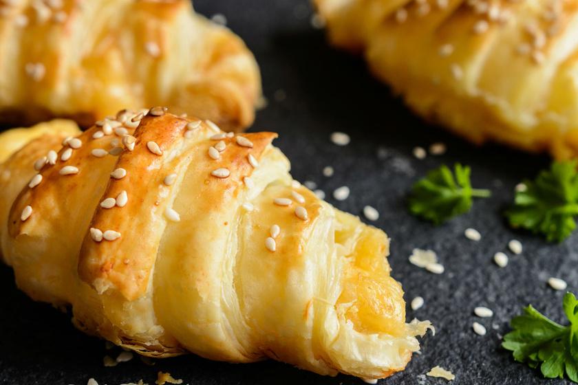 Villámgyors sajtos tekercs leveles tésztából - 25 perc, és kész