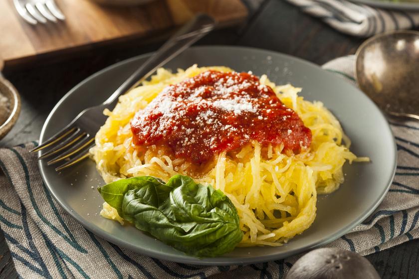 Különleges tökspagetti pikáns, paradicsomos mártással: ezt edd, ha fogyni akarsz
