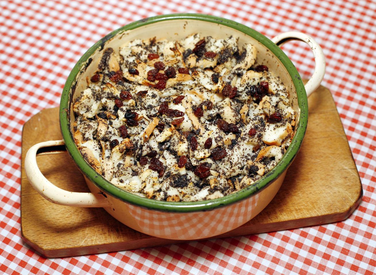 Sütőben sült mákos guba mazsolával és sok vaníliával - Ezt készítsd a száraz kifliből