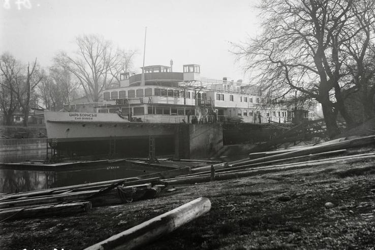 A BRP CÁR BORISZ III. (1941) motorhajó az Óbudai Hajógyár úszódokkjában 1940. december 2-án.