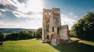Hat csodálatos, Árpád-kori templomrom Magyarországon