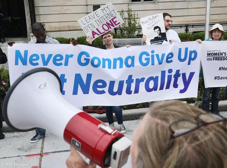 A netsemlegesség mellett tüntetők Washingtonban 2017. május 5-én