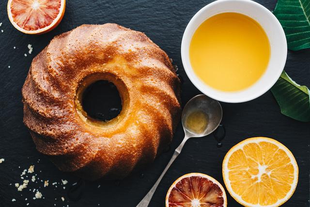 Havas Dóra narancsos kuglóf receptje is szerepel a könyvben