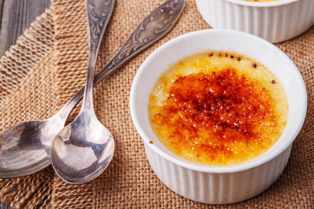 A klasszikus creme brulée sokszor bizonyított receptje: ha így készíted, biztosan nem rontod el