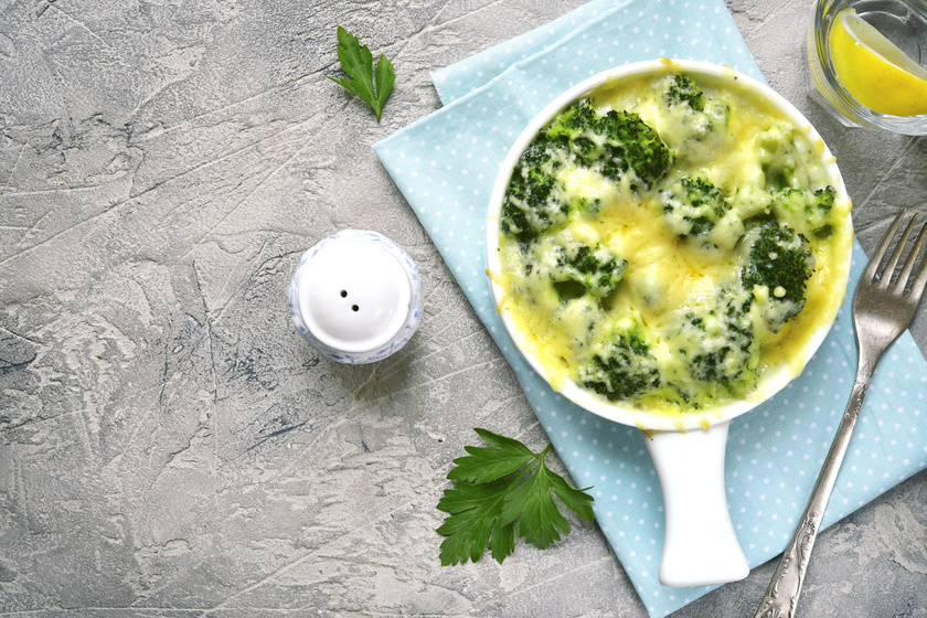 Laktató rakott brokkoli sok sajttal és tejszínnel - Így biztosan nem lesz száraz